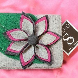 NWT Shiraleah 3D Felt Floral Clutch